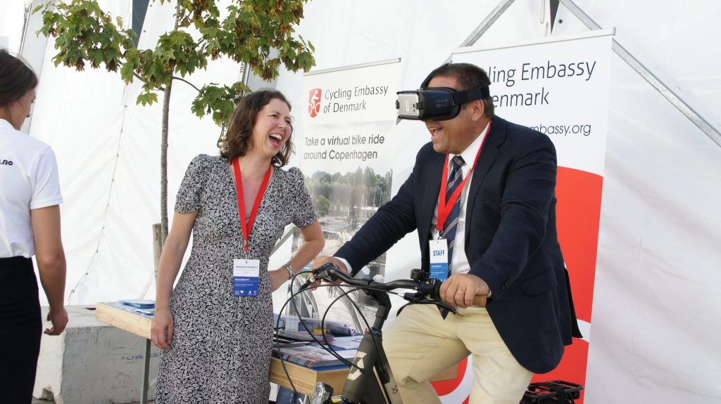 The Cycling Embassy of Denmark's VR-film will be a great activity for car-free days, conferences and other events that focus on sustainable urban development.